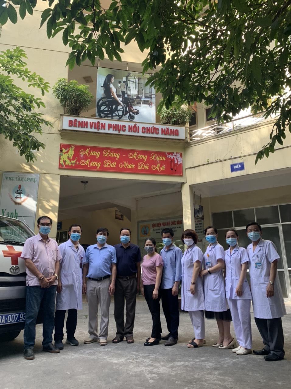 Bệnh viện Phục hồi chức năng Hà Nội cử đội cấp cứu lên đường tăng cường cho tỉnh Bắc Giang