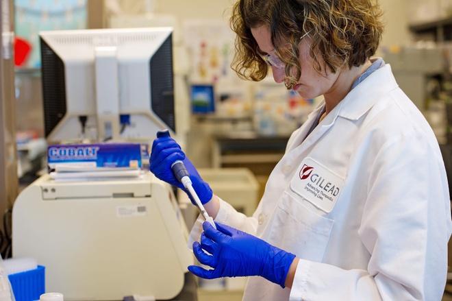 CẬP NHẬT TÌNH HÌNH MẮC VÀ THAY ĐỔI VỀ HƯỚNG DẪN XÉT NGHIỆM SARS-COV-2 CỦA CDC