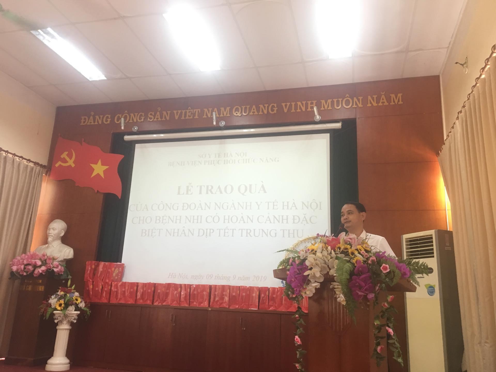 Công đoàn ngành y tế Hà Nội: Thăm và tặng quà Tết Trung thu tại Làng Hòa Bình Thanh Xuân, Hà Nội